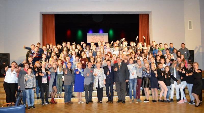 """Veiksmīgi aizvadīts Daugavpils novada jauniešu un lēmējpieņēmēju strukturētais dialogs projekta """"Brīvprātīgs un atzīts"""" ietvaros"""