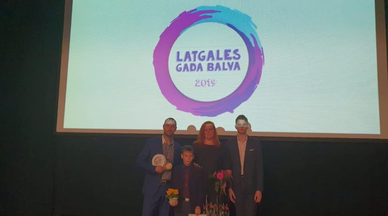 """Izranovu ģimene no Kalkūnes nominanti """"Latgales gada balva 2019""""- Latgales gada ģimene 22.02.2020. Preiļu novada kultūras centrā."""
